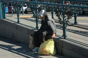 der er mange kontraster i byen, og desværre også mange hjemløse.
